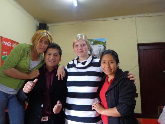 Besuch bei Elis (rechts) Familie in La Paz - mit ihren Geschwistern Teresa (links) und Jaime