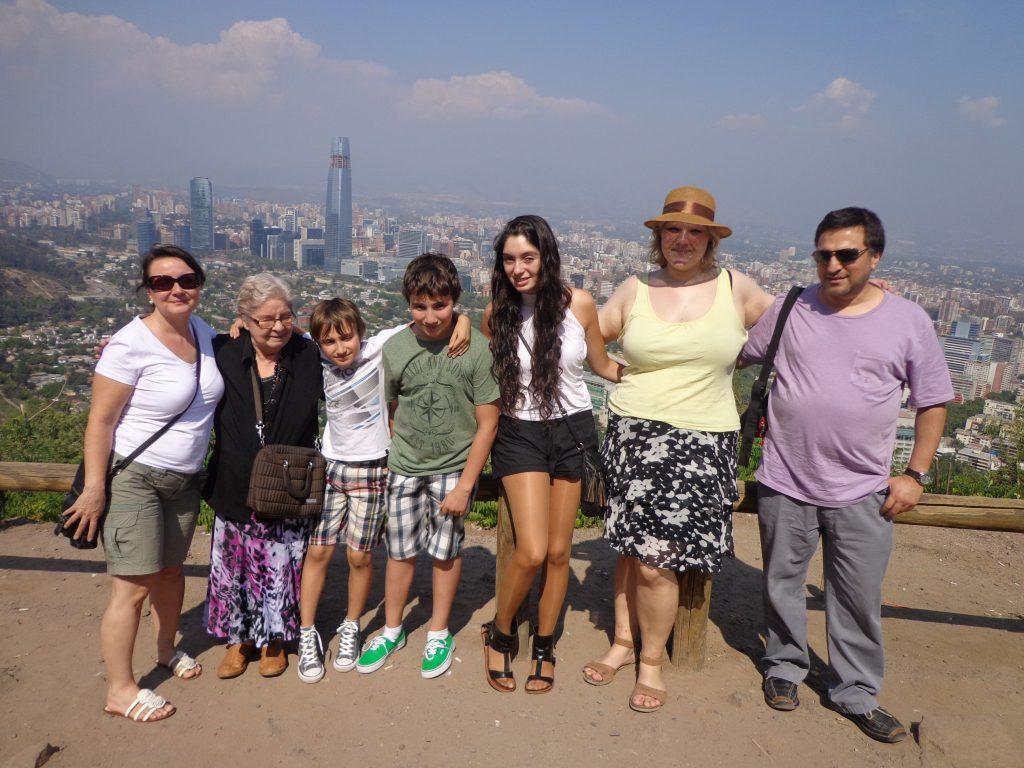 In Santiago de Chile mit meiner Austauschschülerin Francisca (rechts), ihrer Tante, ihrem Onkel, ihren Cousins und ihrer Oma