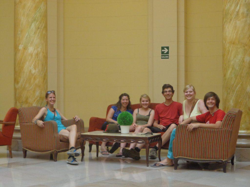 Mit anderen Freiwilligen in Lima: Kathrin, Sabrina, Sarina, Philipp, ich und Max (von links)