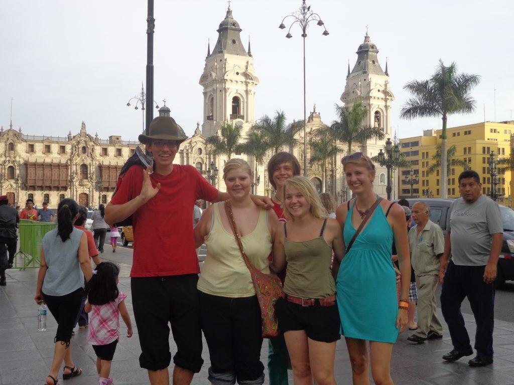 Mit anderen Freiwilligen in Lima: Philipp, ich, Max, Sarina und Kathrin (von links)