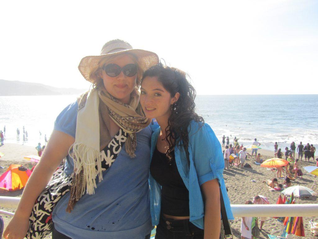 Mit meiner chilenischen Austauschschülerin Francisca am Strand von Valdivia