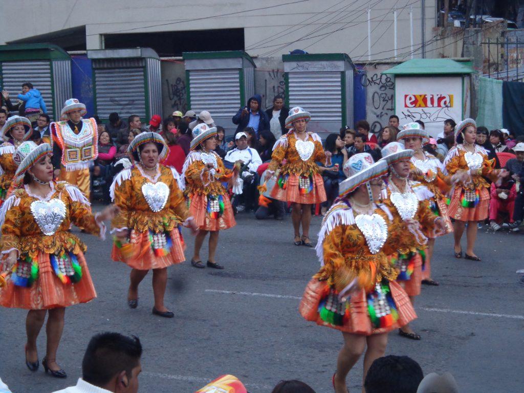 """Am 25. Mai feierte La Paz sein Fest """"El Gran Poder"""" mit einem riesigen Folklore-Umzug."""
