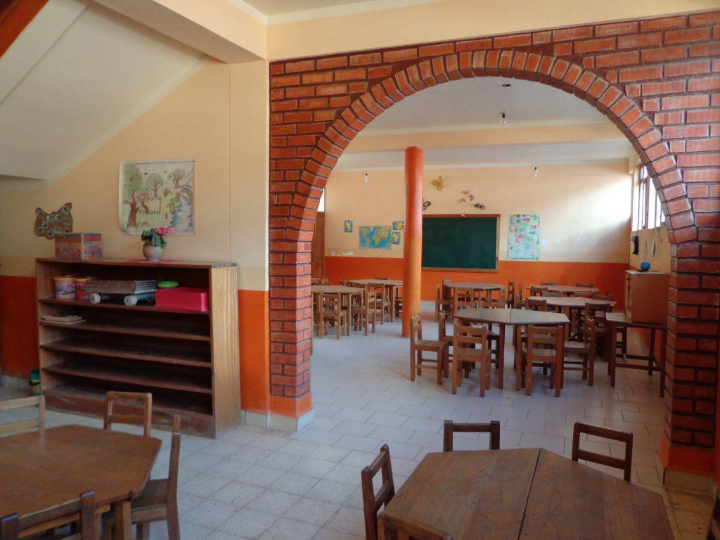 La puerta abierta - Die offene Tür. Hier kommen Kinder her, um ihre Hausaufgaben zu machen oder einfach nur zu spielen.