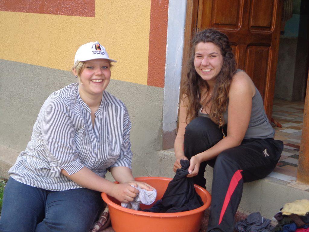 Sabrina und ich sind mittlerweile ans Wäsche waschen von Hand gewöhnt. Auch wenn es immer wieder nervig ist, schätze ich die Pläuschchen, die man dabei so hat. Und in Deutschland werde ich die Waschmaschine so schätzen wie noch nie zuvor in meinem Leben!