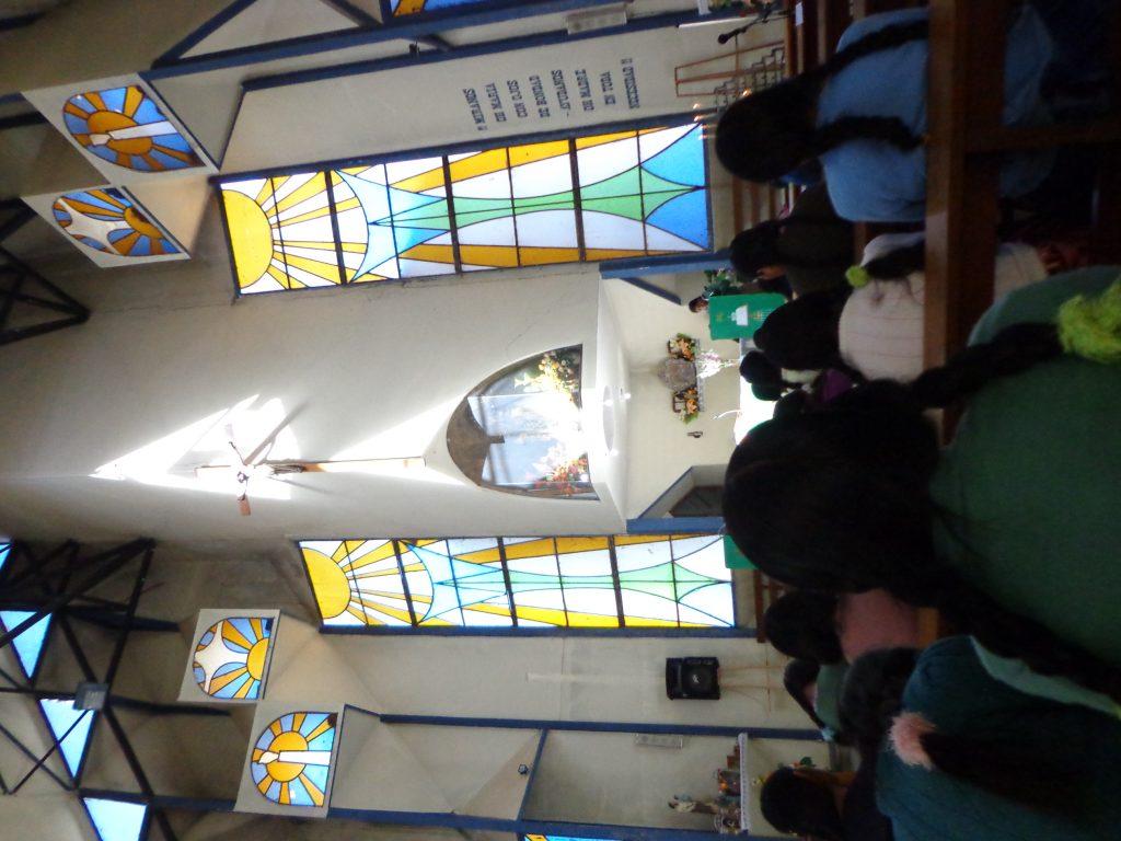Die Sonntags-Messe um 12 h auf Quechua.