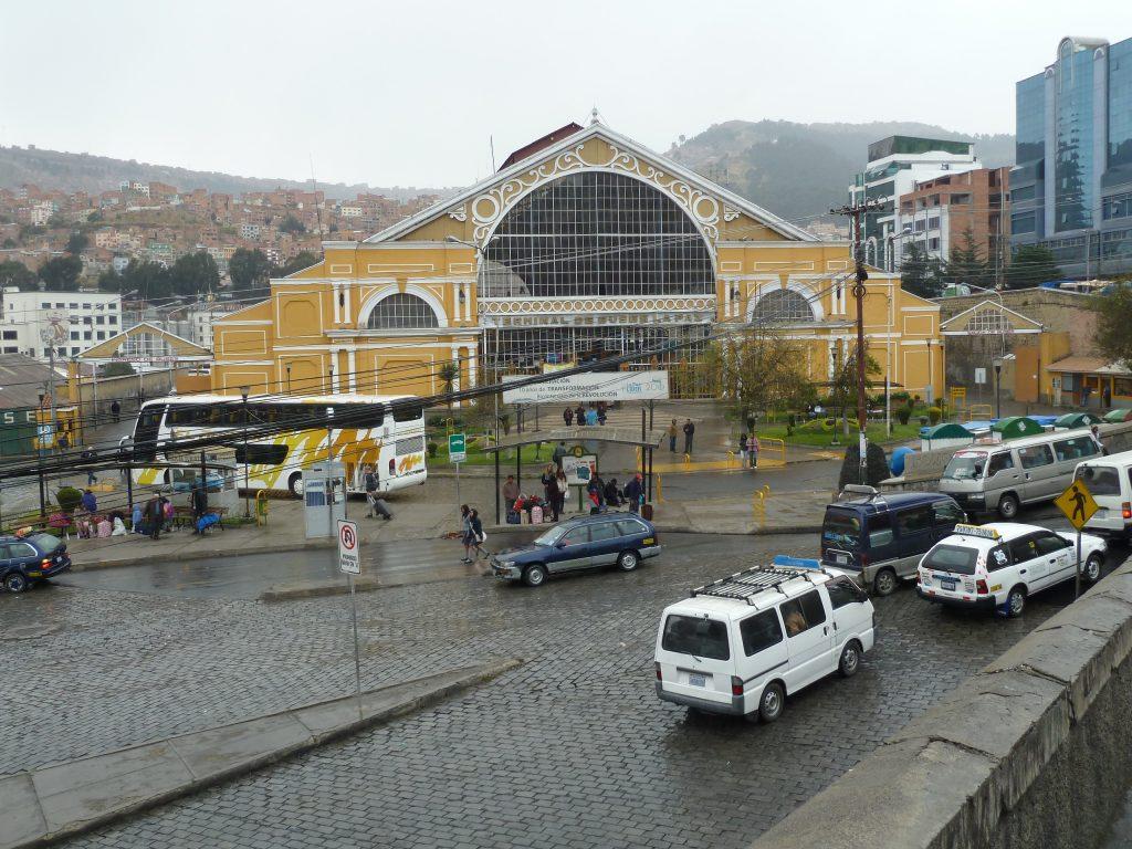 Der Busbahnhof.