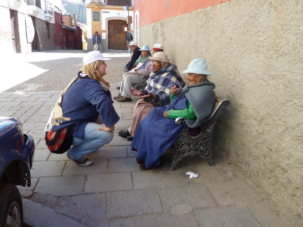 Im Gespräch mit Seniorinnen