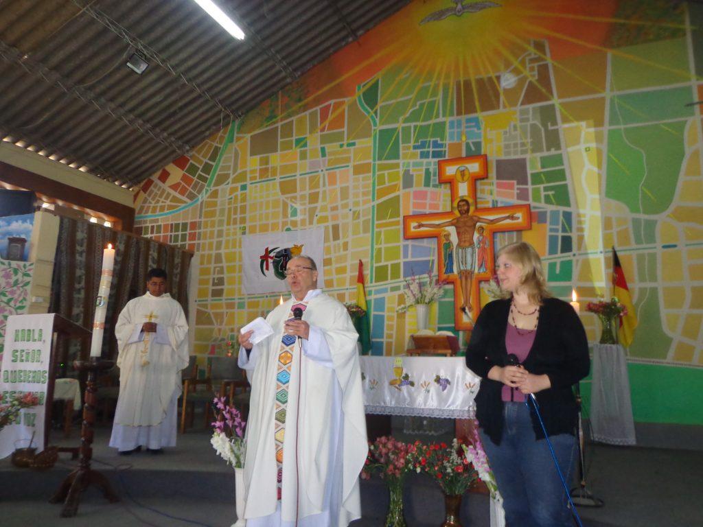"""In der Partnerschafts-Messe übersetzte ich """"Padre Benno""""."""