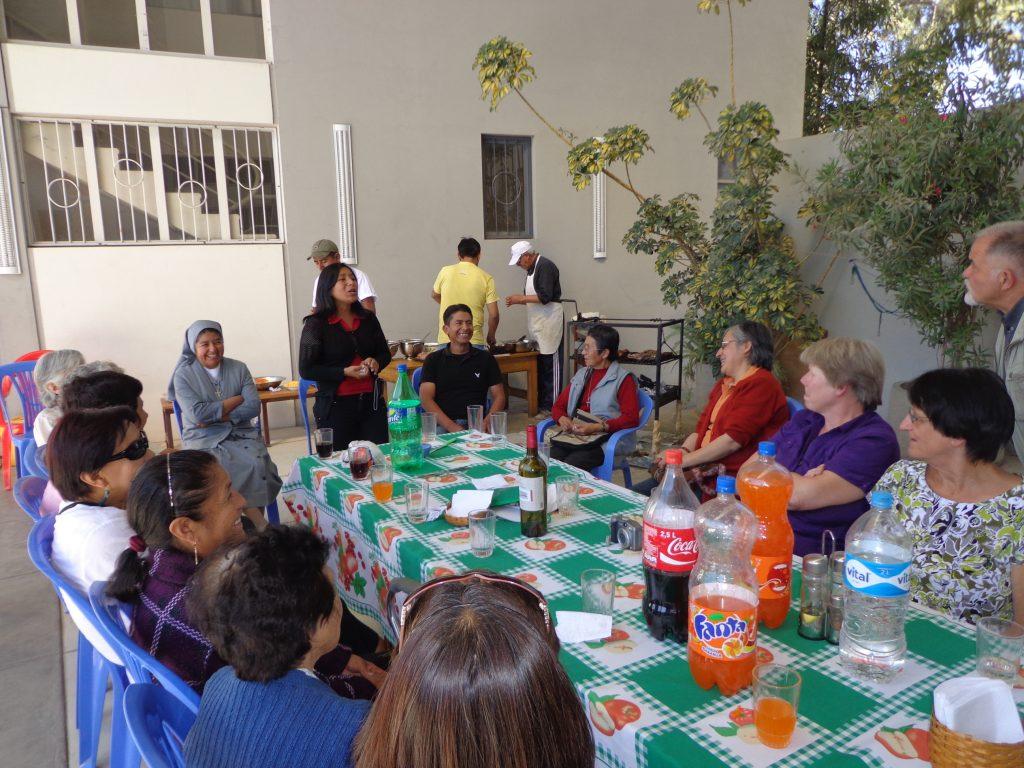 Am Sonntag gab es nach der Messe eine Einladung zum Grillen ins Pfarrhaus.