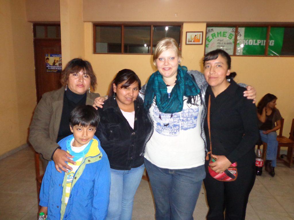 Mit den Erzieherinnen: Tania mit ihrem Sohn Galo, Mayte und Isabel