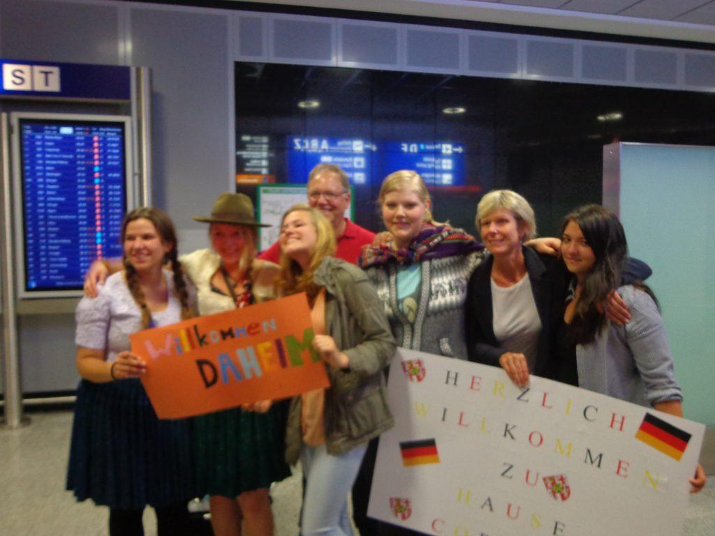 Wieder in Deutschland: Wir werden herzlich von Familie und Freunden in Empfang genommen.